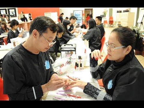 Không khó để bắt gặp những lao động nam làm việc tại những tiệm nails tại Mỹ